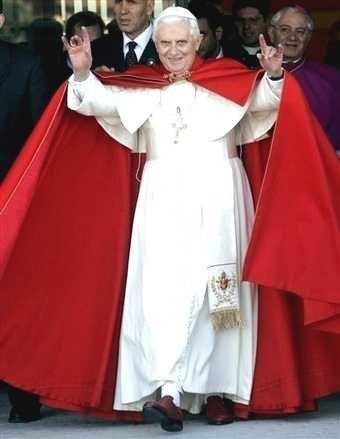 Sinal com a mão de Dilma durante debate de 10 de outubro na Band: ocultismo ou movimento involuntário?