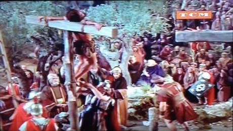 Um dos ladões crucificado na cruz primitiva.