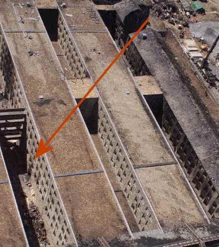 Um Boing atravessaria várias paredes de aço reforçado e desapareceria em seguida? Impossível!
